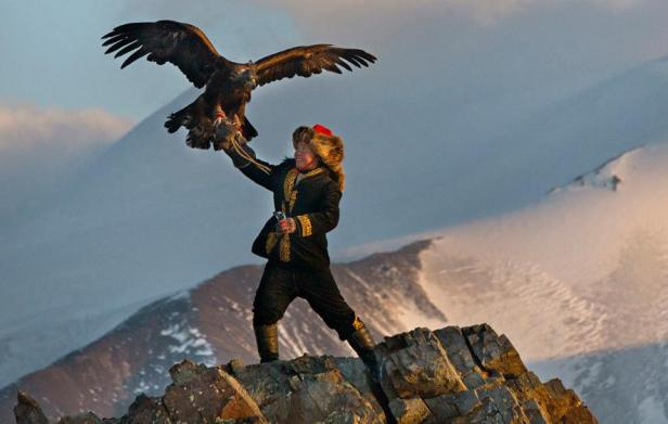01_eagle_huntress-ngsversion-1470342643555-adapt-885-1