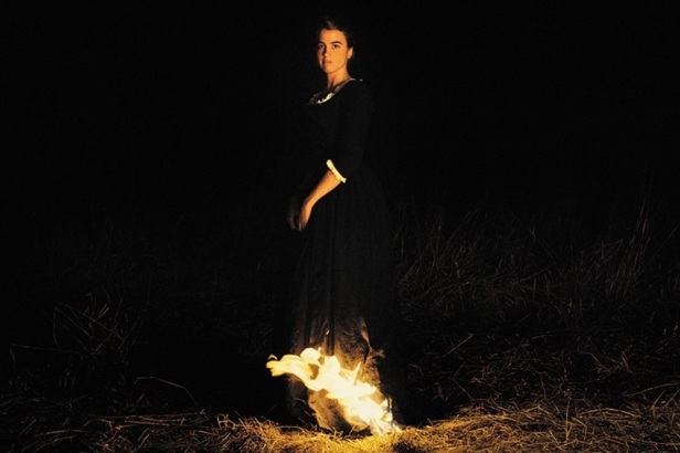 portrait-of-a-lady-on-fire-2019-003-adele-haenel-fire